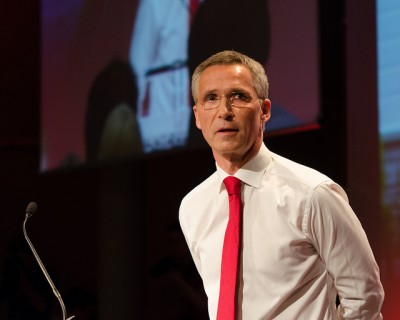 Stoltenberg is informal by nature and often doffs his jacket, like here during Saturday's extraordinary Labour Party meeting tied to his resignation. He likely won't be able to do that as often at NATO in Brussels, much less roll up his sleeves and take off his tie. PHOTO: Arbeiderpartiet