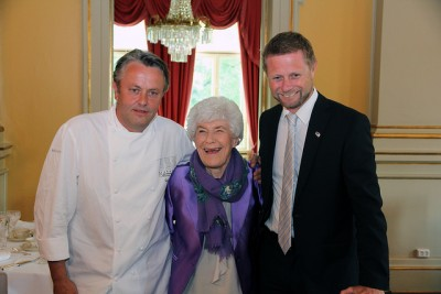 Prize-winning Norwegian chef Terje Ness (left) composed and prepared the menu for Hovig's 90th birthday luncheon. It consisted of Norwegian-grown asparagus with scallops, sei (pollack) filet with a potato purre and soya, and rhubarb soup with Norwegian strawberries for dessert, and Hovig gave it her seal of approval. PHOTO: Helse- og omsorgsdepartementet