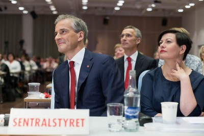 Jen Stoltenberg (center) is now in the background as Jonas Gahr Støre (left) took over as leader of Norway's Labour Party. At right, deputy leder Helga Pedersen. PHOTO: Arbeiderpartiet