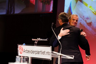 It was an emotional day for Norway's Labour Party (Arbeiderpartiet), full of hugs and tears, as former Prime Minister Jens Stoltenberg formally stepped down as Labour's leader and his former foreign minister, Jonas Gahr Støre took over. Now Støre is the party's new candidate for prime minister. PHOTO: Arbeiderpartiet