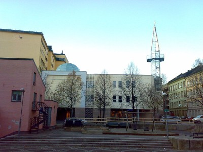 The imam attacked with an axe was walking home from the Central Jamaat Ahle-Sunnat mosque on Motzfeldts Gate 10 in Oslo's Grønland district. It's widely attended by Sunni muslims with Pakistani background. PHOTO: Wikipedia