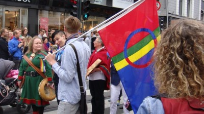 The Sami flag can fly after all at next week's Eurovision Song Contest, where Norway will be represented by a young woman from Finnmark with Sami roots. PHOTO: newsinenglish.no