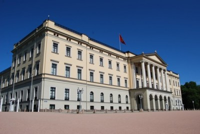 Norway's Royal Palace and the people living and working inside it are under pressure over their refusal to answer questions about the generosity of their friends and who those friends are. PHOTO: newsinenglish.no