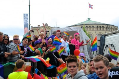 Thousands turned out for the annual gay pride parade in Oslo, which also was hosting EuroPride this year. Here's a large group of spectators in front of the Norwegian Parliament. PHOTO: newsinenglish.no