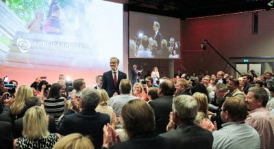 There were many standing ovations during Saturday's emotion-charged meeting of the Labour Party in Oslo. They honoured both Støre (standing on a riser himself here) and the outgoing Stoltenberg. PHOTO: Arbeiderpartiet