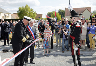 "King Harald cut the ribbon for the newly renamed street ""Rue de Norvege"" in Villons-les-Buisson in Normandy on Thursday. PHOTO: Det Norske Kongehus/NTB Scanpix"