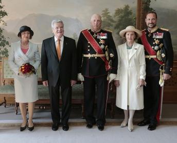 Formal photos followed inside the Royal Palace. From left, Daniela Schadt, German President Joachim Gauck, King Harald, Queen Sonja and Crown Prince Haakon. PHOTO: Kongehuset/Lise Åserud/NTB Scanpix