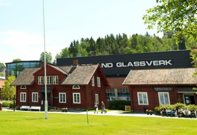 Glass has been made at Hadeland Glassverk in Jevnaker since 1762, but now the factory faces more staff cuts despite its popularity as a visitors attraction. PHOTO: Hadeland Glassverk