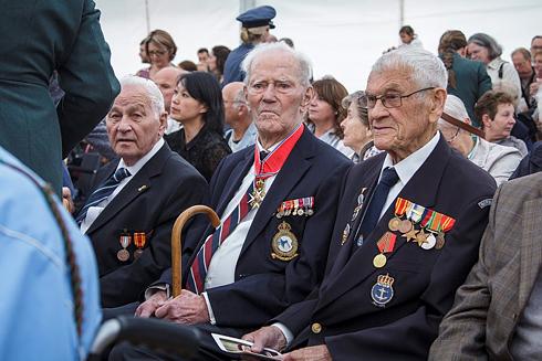 Helge Viktor Andresen (left), Wilhelm Mohr and Johannes Hjertaker were among the Norwegian veterans taking part in Friday's D-Day ceremonies in Normandy. PHOTO: Marius Lauritsen / FST-V/Forsvarets mediesenter