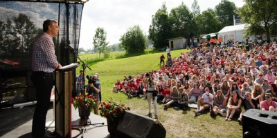 Former Prime Minister Jens Stoltenberg addressing young Labour Party members at the AUF summer camp last year. PHOTO: AUF