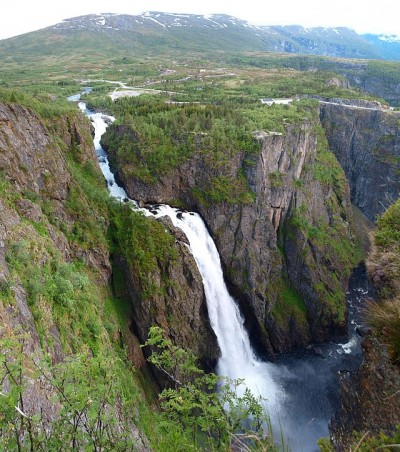 Another fatality at the waterfall known as Vøringsfossen has highlight safety concerns. New fences at some viewing points are due to be installed next year. PHOTO: Wikipedia