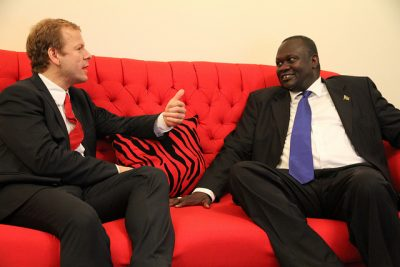 Former aid minister Heikki Holmås meeting with South Sudan's vice president and former guerrilla leader Riek Machar, in July 2012. PHOTO: Utenriksdepartementet/Ragnhild H Simenstad