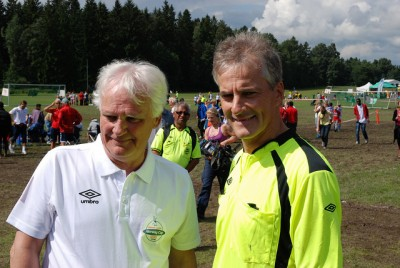 Norway Cup's secretary general Frode Kyvåg (left) is used to getting visits from top politicians during the tournament, like former Foreign Minister Jonas Gahr Støre, who's also served as a referee. PHOTO: Arbeiderpartiet