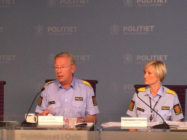 Oslo deputy police chiefs Roger Andresen and Gro Smogeli presented the capital's half year crime statistics on Friday. It showed significant drops in several areas, including 2,000 fewer instances of pickpocketing on the same time last year. PHOTO: twitter.com/politietoslo