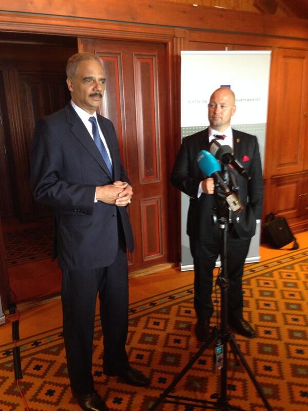 US Attorney General Eric Holder, left, met with Norway's Justice Minister Anders Anundsen on Tuesday. The two discussed Norway's new action plan to combat extremism, and Holder said the US was considering implementing similar measures. PHOTO: twitter.com/Justisdep