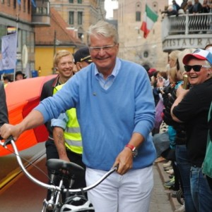 Oslo Mayor Fabian Stang, shown here taking part in last June's EuroPride parade, was busy apologizing for failing to account for taxes on a painting job at his holiday cabin in the mountains. PHOTO: newsinenglish.no
