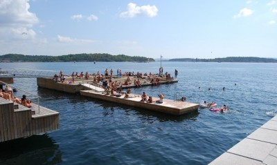 Folks may finally dive into the fjord like they often did last year, when Oslo and most of Norway had a record warm summer. This year it's  been a record cold summer so far, but the sun was expected to shine brightly for the rest of the week.  PHOTO: newsinenglish.no/Nina Berglund