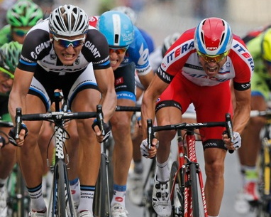 Norway's Alexander Kristoff (at right, in red) surged towards the finish line of the Tour de France in Paris on Sunday but narrowly lost out to Marcel Kittel (left) of Germany. Kristoff ended with two stage victories and three second-place finishes. PHOTO: AP/Laurent Rebours/NTB Scanpix