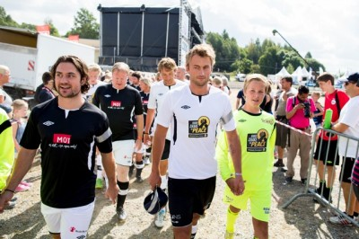 Hockey star Mats Zuccarello Aasen (left) turned into a football star while home in Norway on holiday this week. Skiing star Petter Northug (right) eyed him carefully before their charity match on Wednesday, but Zuccarello beat him with a goal and two assists. PHOTO: NTB Scanpix/Vegard Wivestad Grøt