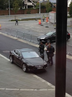 Elon Musk predictably enough drove a black Tesla when he arrived to challenge the oil industry at the Offshore Northern Seas exhibition in Stavanger on Monday. PHOTO: ONS via Facebook