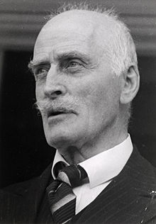 Knut Hamsun is the subject yet again of a new book that concentrates on his meeting with Adolph Hitler during the German occupation of Norway during World War II. PHOTO: Wikipedia