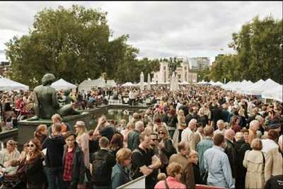 An estimated 160,000 people visited last year's Matstreif food fair on Oslo's City Hall Plaza. Organizers are expecting many more this year as the fair spreads to Aker Brygge and Tjuvholmen. PHOTO: Landbruks- og mat departementet/Innovation Norway/Jon Marius Nilsson