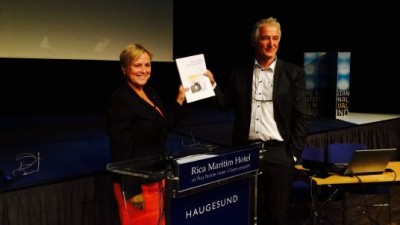 Thorhild Widvey, Norway's embattled minister of culture, receiving the new report on the state of the film industry in Haugesund on Monday. PHOTO: Kulturdepartementet