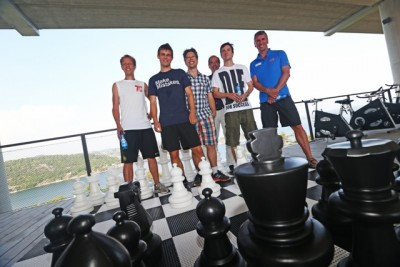 Magnus Carlsen, second from left, has been warming up with Norway's Chess Olympiad team in southern Norway this week, before they all headed north to Tromsø for two weeks of competition. PHOTO: NTB Scanpix/Trond Reidar Teigen