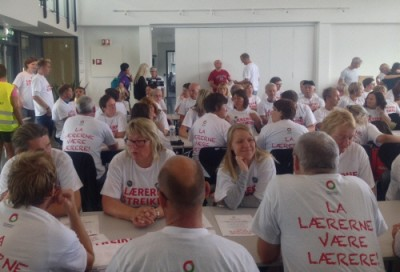 """Another 5,500 teachers formally went on strike Monday, just a week before the new school year is due to begin. Their T-shirts read: """"Let teachers be teachers."""" PHOTO: Utdanningsforbundet"""