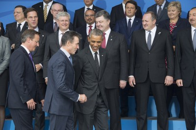 This year's NATO summit is the most important in a long time, according to Norway's defense minister. Prime Minister Erna Solberg is at the top right in this photo showing the entry of US President Barack Obama with NATO Secretary General Anders Fogh Rasmussen on Thursday. PHOTO: NATO