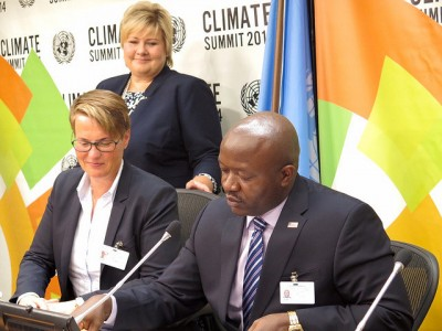 Prime Minister Erna Solberg oversees her minister for the environment, Tine Sundtoft (left) as she signs agreements for more Norwegian-funded rain forest preservation. PHOTO: Statsministerens kontor