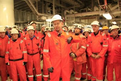 Oil Minister Tord Lien (center, on board the Ekofisk platform) remains bullish about the prospects for Norway's oil industry, despite the current slump. PHOTO: Olje- og energi departementet