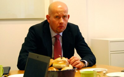 Despite the frown, Norway's Oil & Energy Minister Tord Lien remained bullish on Norway's oil industry during a meeting with foreign correspondents in Oslo on Tuesday. PHOTO: newsinenglish.no/Nina Berglund
