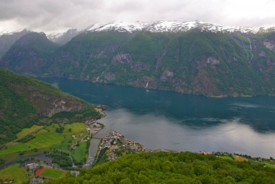 The shoe factory can boast of being surrounded by some spectacular scenery. The fjordside town of Aurland can be seen here from the high mountains behind it. PHOTO: newsinenglish.no