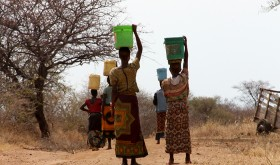 Sunday's major annual charity drive in Norway raised NOK 240 million to fund clean water projects in eight countries, to relieve people like those in this photo who must walk miles to obtain water every day. PHOTO Kirkens Nødhjelp/NRK