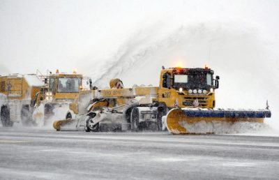 The snow wasn't threatening Oslo's main airport at Gardermoen yet, but when it falls in large quantities, teams of snowplows will be ready to clear it. PHOTO: Oslo Lufthavn AS/Espen Solli