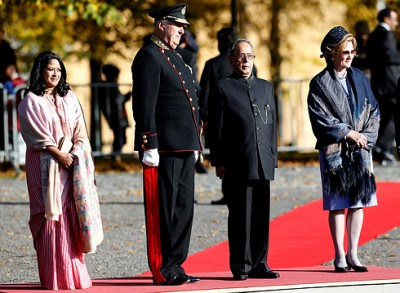 India's President Pranab Mukherjee and his daughter Sharmistha Mukherjee at Akershus with King Harald and Queen Sonja on Monday. PHOTO: Forsvaret