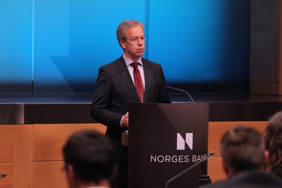 Øystein Olsen, governor of Norway's central bank, warned politicians on Thursday against spending too much of Norway's oil revenues. He also worried about household debt levels. PHOTO: Norges Bank