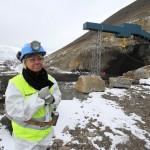 Næringsminister Monica Mæland besøker Svalbard. Her utenfor den nye gruva Lunckefjell. Foto: Trond Viken, Nærings- og fiskeridepartementet.