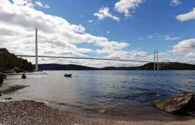 Plans are well underway for new ways of crossing the Oslo Fjord. This bridge would cross the fjord just north of the existing tunnel between Drøbak and Hurum, with a mid-way base on the island of Håøya. ILLUSTRATION: Rambøll