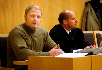 Convicted neo-Nazi Ole Nicolai Kvisler, shown here during his trial in 2002, has now been released from prison and already taken part in neo-Nazi gatherings again. His defense attorney at the time was Geir Lippestad, who later defended another right-wing extremist who murdered 77 people in Norway, Anders Behring Breivik. PHOTO: NTB Scanpix/Tor Richardsen