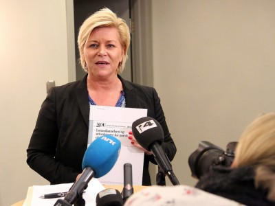 Finance Minister Siv Jensen receives a lot of reports, but the latest aimed at boosting public sector efficiency and national productivity is likely to get a lot attention. PHOTO: Finansdepartementet