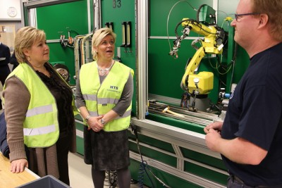 """Finance Minister Siv Jensen (center) with Prime Minister Erna Solberg (left) during a visit to a family owned machinery firm in Drammen last winter. Jensen claims the government is prepared for a """"readjustment"""" in the Norwegian economy and ready with measures to boost competitiveness. PHOTO: Statsministerens kontor"""