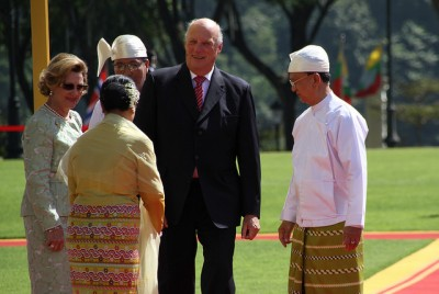 King Harald and Queen Sonja began their state visit earlier this week and it was to end quietly in Mandalay. Instead, local authorities uprooted local residents and put the unknowing royals in an extremely awkward position. PHOTO: Utenriksdepartementet
