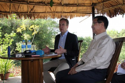 Børge Brende and U Aung Min at a press conference after the meeting on the peace process. Norway has supported the effort, but some question whether Norway has any real influence as long as the military continues to have so much power in Myanmar. PHOTO: Utenriksdepartementet/ Frode Overland Andersen
