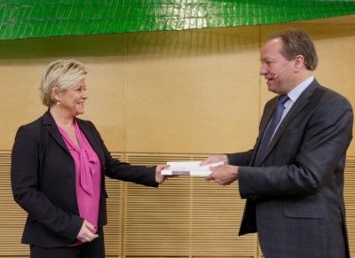 Finance Minister Siv Jensen received the tax commission's report from its leader, Hans Henrik Scheel, with a smile on Tuesday. She's unlike to go along with, for example, its recommendations for a new state tax on real estate. PHTO: NTB Scanpix/Vidar Ruud