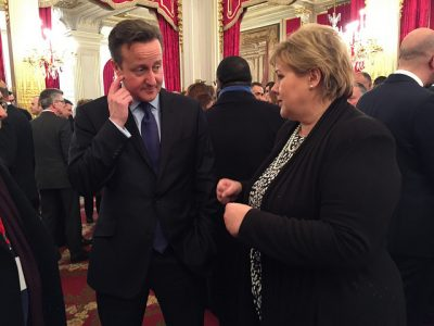 Some Norwegian politicans think Prime Minister Erna Solberg should use her relations with outgoing British Prime Minister David Cameron and his successor to get Britain into the EEA/EØS fold. Solberg doesn't want to do anything that might put Norway's own EØS agreement with the EU into play. PHOTO: Statsministerens kontor