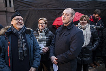 Labour Minister Robert Eriksson (center) braved booing crowds to address strikers in Oslo. He's surrounded by labour leaders Anders Folkestad of Unio (left), Jorunn Berland of YS and Gerd Kristiansen of LO. PHOTO: YS