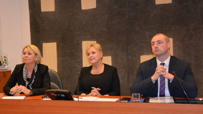 These government ministers (from left: Monica Mæland, Thorhild Widvey and Robert Eriksson) all want to let Norwegians go shopping on Sundays if they want to. Labour, business and political organizations are working hard to block such market liberalization. PHOTO: Næringsdepartementet