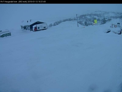 Strong winds and drifting snow closed all but two roads connecting eastern and western Norway on Tuesday. This was the scene at Haugastol, where RV7 over Hardangervidda was among state highways closed. PHOTO: Statens Vegvesen webcamera